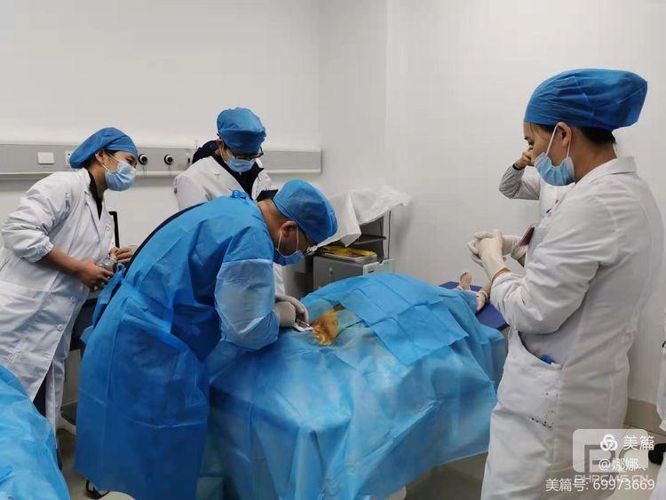 临沧市首例植入式静脉输液港在我院成功开展